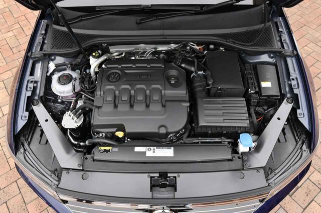 画像: 2Lのディーゼルターボ「TDI」は190ps/400Nmを発生。JC08モード燃費は20.6km/L。