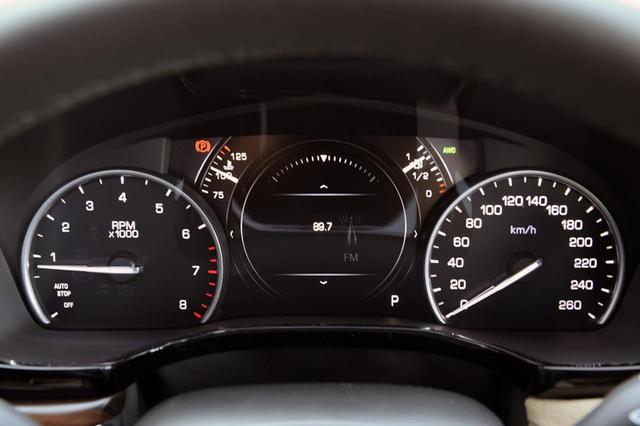 画像: メーターの中央は、車速や燃費、タイヤの空気圧などを表示できるインフォメーションディスプレイ。