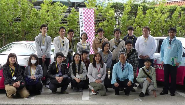画像: 受講者の方々と講師の竹岡 圭さん(右から4番目)、関係者(ブルーのジャケット)との記念撮影です。