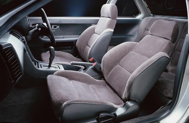 画像: メモリー付微調整リクライニングシート(2.0Si)や、ランバーサポート&サイドサポート調整機構(2.0Siドライバーズ席)を採用していた。