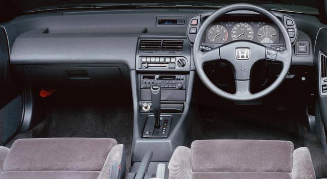 画像: 極細ピラー採用によるワイドなガラスエリアで、ホンダ車らしく視界は良好。全車に車速応動型パワーステアリングを標準装備していた。