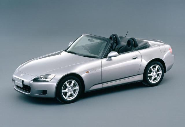 画像: ホンダにとってS2000は、当時じつに29年ぶりとなるFRモデルとなった。