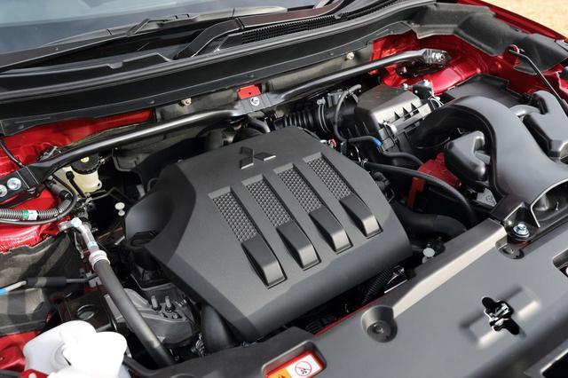 画像: 4B40型直4DOHC直噴MIVECインタークーラー付きターボ。JC08モード燃費は2WDで15km/L、4WDで14km/L。