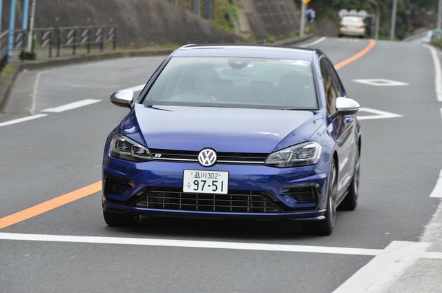 画像: フォルクスワーゲン ゴルフRでは街中も試乗。タイヤサイズは前後とも225/40ZR18。