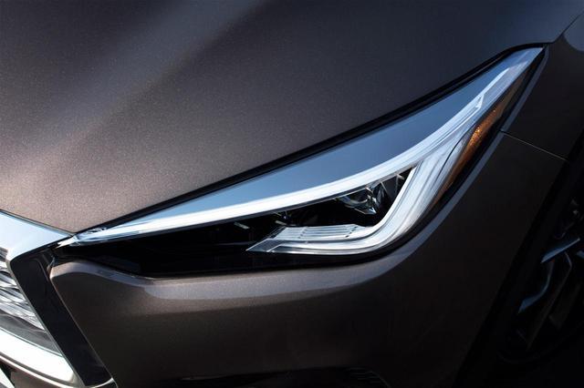 画像: 新型インフィニティ QX50のヘッドライト。