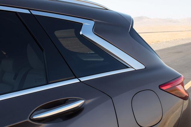 画像: 新型インフィニティ QX50の特徴的なDピラー。インフィニティブランド特有のデザインだ。