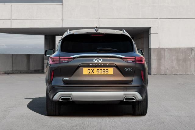 画像: 新型インフィニティ QX50のテールエンド。4WDの他にもFFもラインアップ。