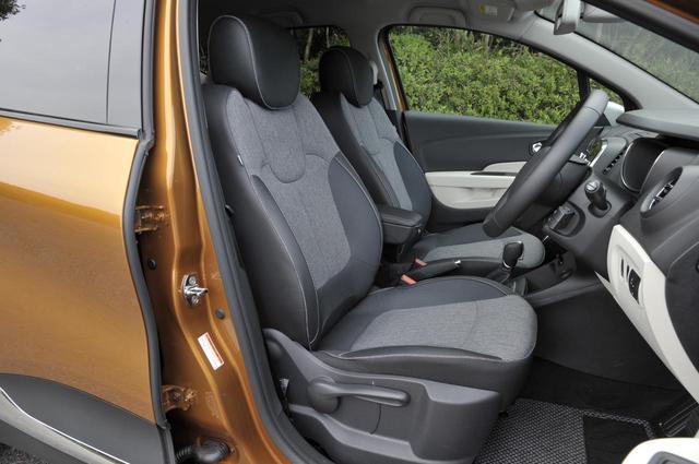 画像: 張りのあるフロントシートは長時間座っていても疲れしらず。レザーシート仕様は279万9000円。