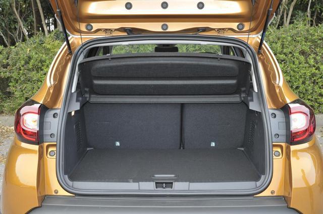 画像: トランクスペースは、後席を一番下げたこの状態で377L。後席を一番前までスライドさせると455Lに拡大。さらにリアシートのシートバックを畳むと1235Lになる。