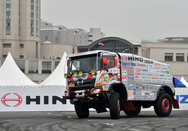 画像: パリダカに参戦する日野のカミオントラックも激走!