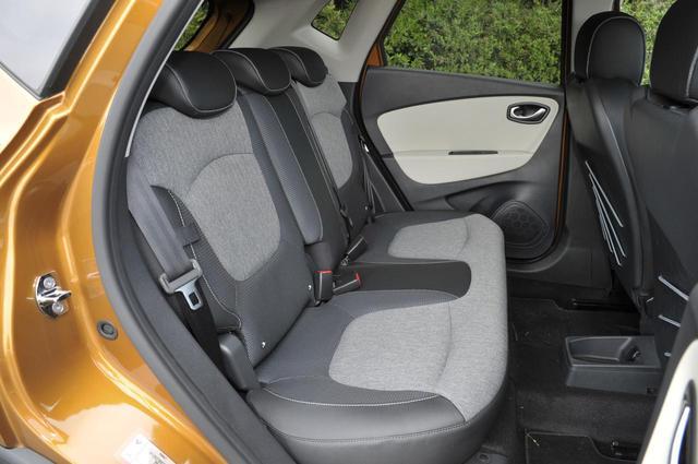 画像: 後席は前後に160mmスライドが可能。一番後ろにスライドさせると、後席のニールームは640mmにも達する。