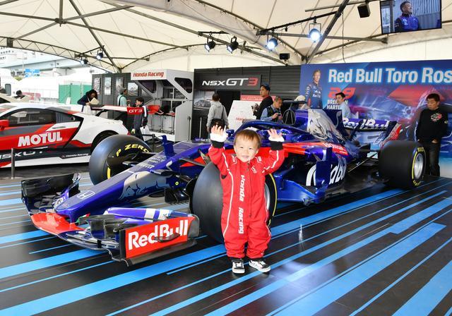 画像: F1マシンとツーショット!?