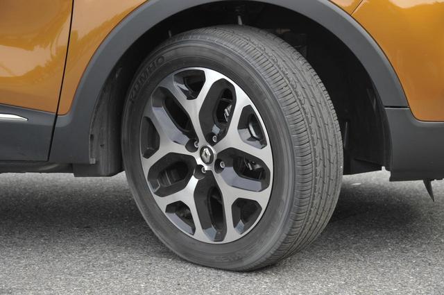 画像: タイヤはM+Sが標準装着。サイズは205/55R17。
