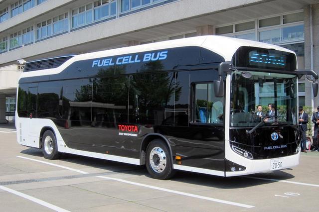 画像: Jjサイズ的には普通の路線バスと変わらないが、立体的なデザインが目をひく。