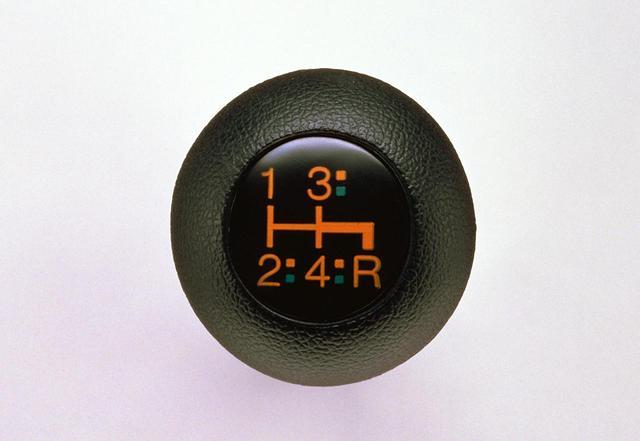画像: ハイパーシフトとは、変速位置/アクセルペタルの踏み具合/車速/エンジン回転/クラッチのオン・オフ をコンピュータで演算し、最適な走行条件を選ぶもの。