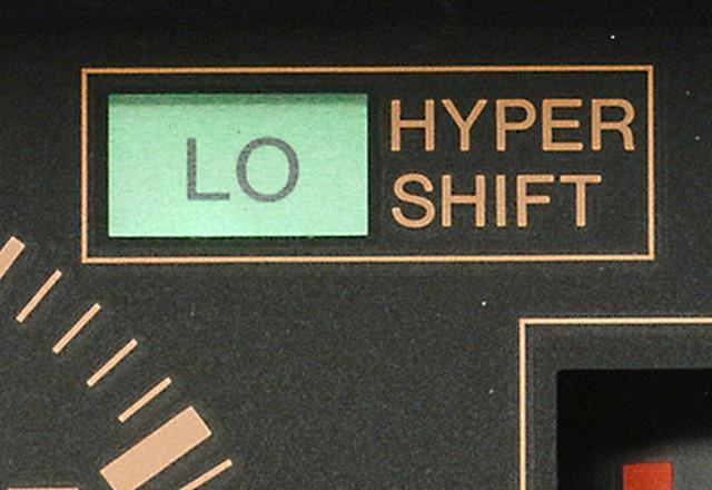 画像: 低速側(2・3・4速のそれぞれ)で走行しているときに点灯し、確認できるハイパー シフト インジケーター