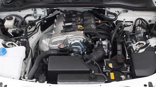 画像: SKYACTIV-G 1.5リッターエンジン。最高出力131ps/最大トルク150Nm。