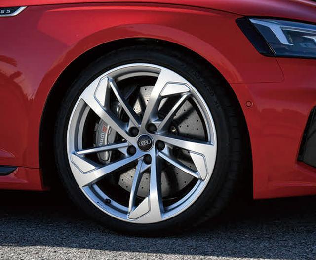 画像: 駆動系は専用セッティングのクワトロ。走りの快適性には、ボディの軽量化や8 速ATも貢献している。