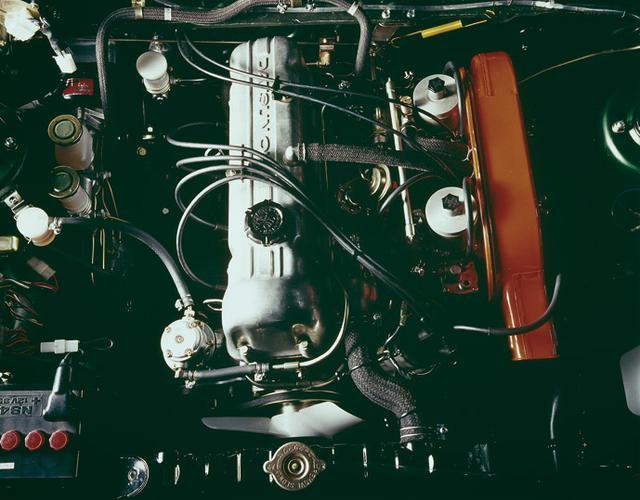 画像: バイオレットHT1600SSのエンジン。右に赤いエアクリーナーとSUキャブが見える。