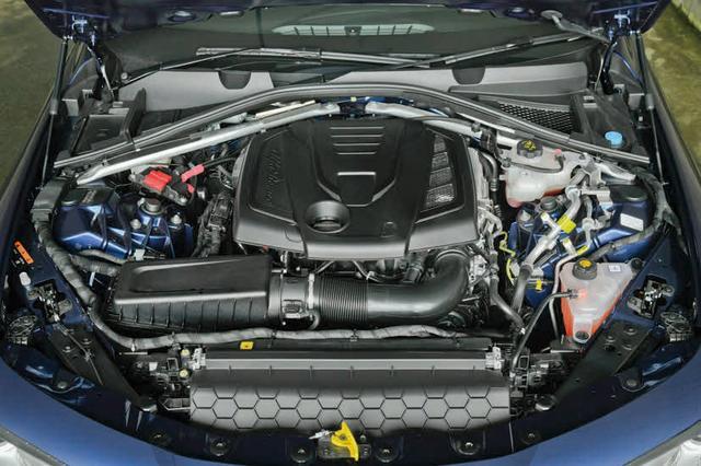 画像: 2L直4ターボは200ps/280psの2タイプを設定。スーパーは200psエンジンを搭載。