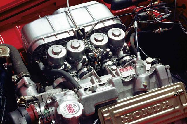 画像: ホンダS800のAS800EエンジンにはCVキャブが4連装された。