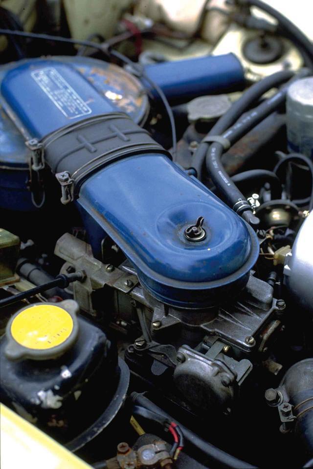 画像: これはマツダ ルーチェ・ロータリークーペのエンジンで、4バレルキャブだった。コスモスポーツやファミリアロータリークーペなどのモデルも同様。