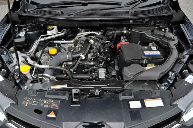 画像: ルノーカジャーのエンジンは、キャプチャーと同じ1.2L直4ターボ。車両重量に合わせて最高出力を13psのパワーアップが施されている。最大トルクは同じ。