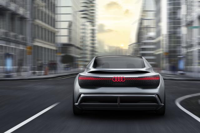画像: 2017年のフランクフルトショーで公開された「Audi Aicon Concept」。