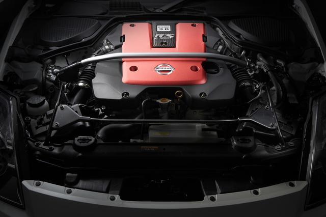 画像: S耐用エンジンをベースに公道使用を前提とした耐久性や使いやすさを加味してチューンされた3.8リッターエンジン。最高出力は350ps、最大トルクは40.5kgm!