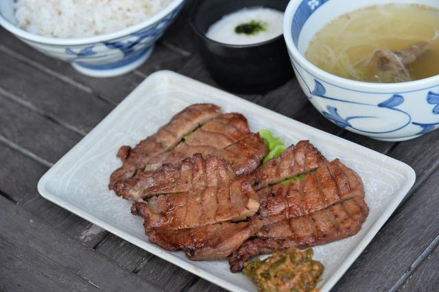 画像: 牛たん定食」。基本は1780円。1.5倍は2180円(価格は2017年6月現在。価格変更予定あり)。