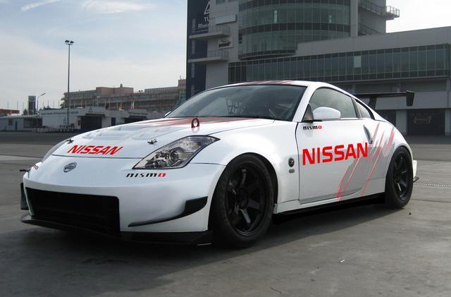 画像: 直接的なベースとなったのはレース専用マシンのVersion NISMO 380 RS-Competition。こちらは3.8ℓで400ps。