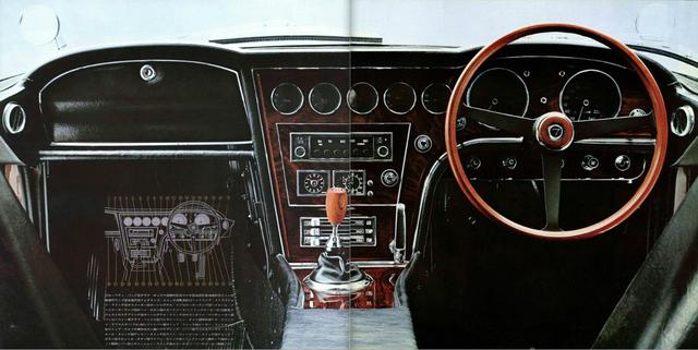画像: トヨタ2000GTのインパネ。右ハンドル仕様。