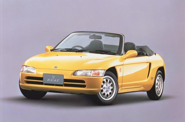 画像: エクステリアは可愛いが、乗れば本格派ミッドシップ・オープンスポーツカーとして絶大な人気を誇った。