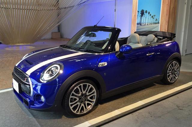 画像: MINI コンバーチブル クーパーS。ボディカラーは新色のスターライトブルー・メタリック。