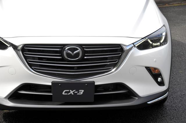 画像: 新型CX-3のフロントグリルはシグネチャーウインググリルを強調。