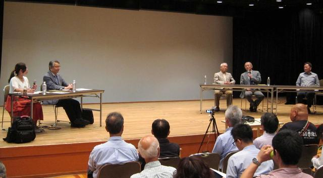 画像: 左から、MCを務める自動車評論家の竹岡 圭氏、自動車評論家の米村太刀夫氏、伊藤修礼氏、渡邊衡三氏、自動車評論家の清水和夫氏。