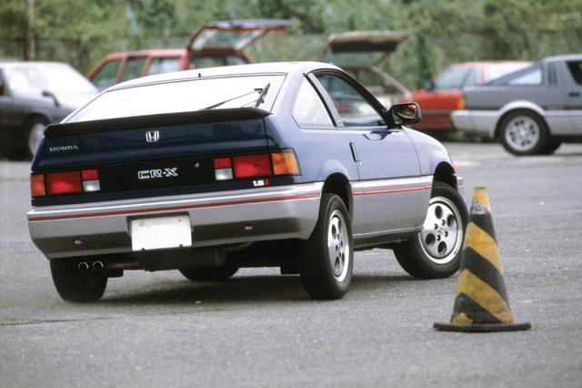 画像: フロントにトーションバースプリングのストラットを採用したバラードスポーツCR-X。