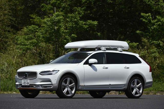 画像: 外寸や車重などは、ベース車両と変わらない。クリスタルホワイトパールとカオリングレーの配色は、なかなかオシャレ。