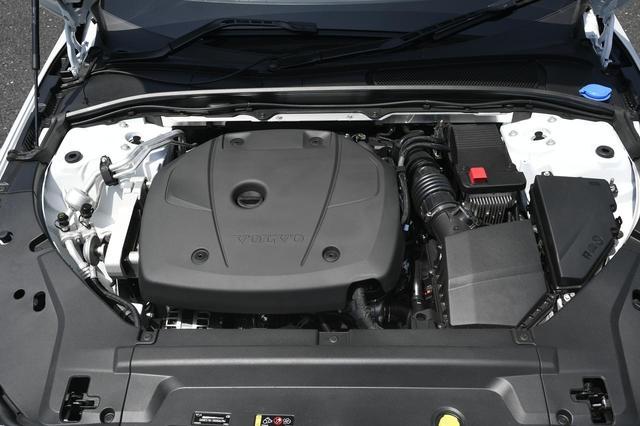 画像: 320ps/400Nmを発生する2Lの直4ツインチャージドエンジンと8速ATの相性は良い。アイドリングストップ機能も備える。
