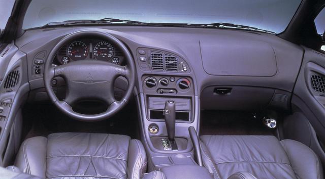 画像: 左ハンドル/4速AT仕様のみの導入だった。