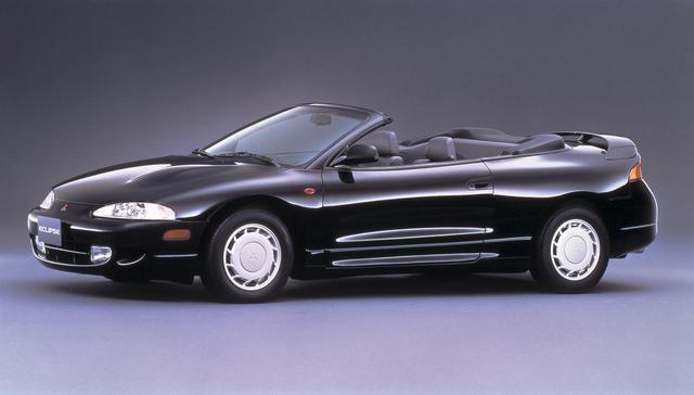 画像: 初代の直線的なデザインから一新、滑らかなボディラインが特徴だった2代目エクリプス。そのオープンモデルがエクリプススパイダーだ。