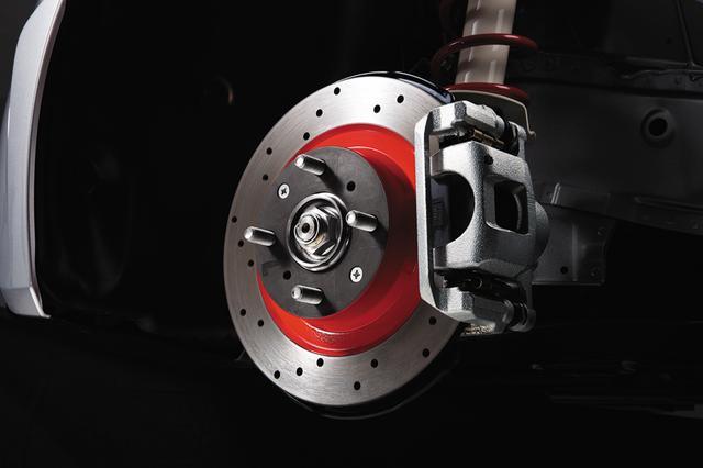 画像: ドリルドタイプのディスクローターを採用して冷却性能を向上。