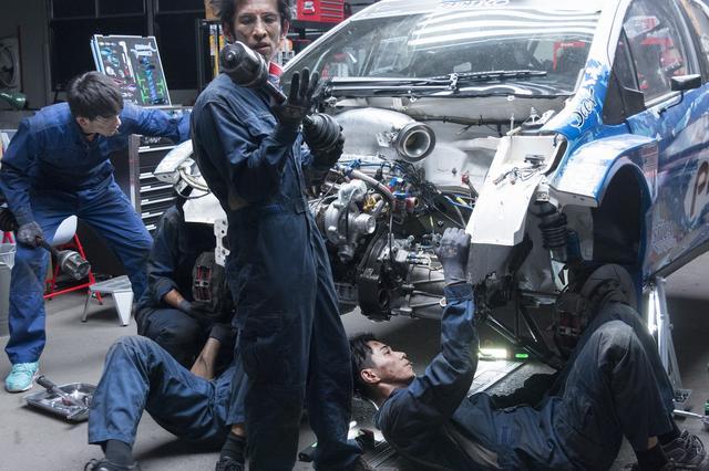 画像3: WRCを目指す、若きドライバーとメカニック