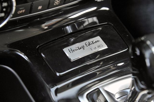 画像: 限定車の証であるシリアルナンバー入りのプレートが、センターコンソールに貼られる。試乗車は1号車!