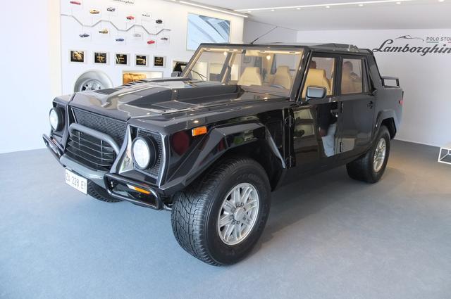 画像: LM002(1986~1993年に製造、全長4900mm、全幅2000mm、全高1850mm、V型12気筒エンジン、最高出力450ps、最大トルク51.0kgm、4WD、最高速210km/h、0→100km/h加速7.8秒、製造台数約300台)