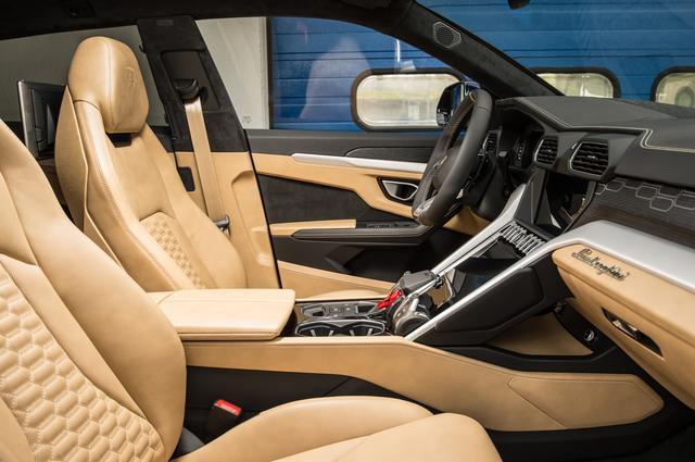 画像: 低いシートポジションはスポーツカーを運転している感覚。インテリア&シート素材は高級感溢れるものとなる。