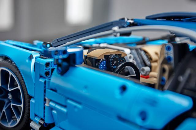 画像: LEGO TECHNIC BUGATTI CHIRON。メーターも組み立て式。