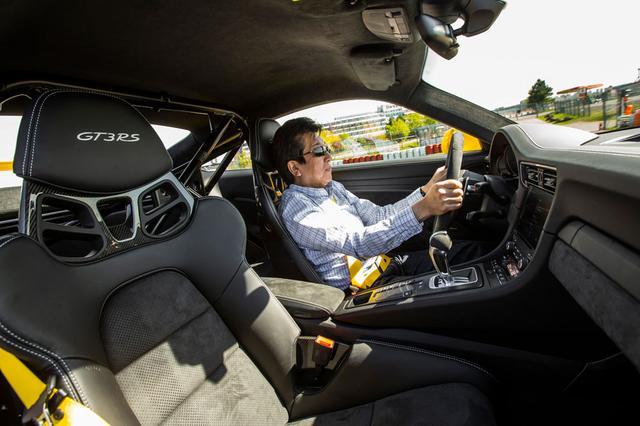 画像: ポルシェ911 GT3 RSをニュルブルクリンクでドライブする、モータージャーナリストの河村康彦氏