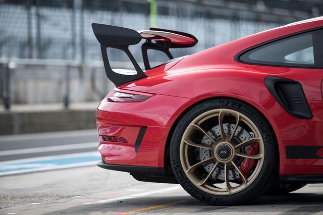 画像: 911ターボ同様のワイドボディを採用するポルシェ911 GT3 RS。