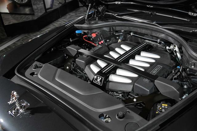 画像: V12気筒6.75リッター 最高出力571ps(420kW)/5000rpm 最大トルク850Nm/1600rpm